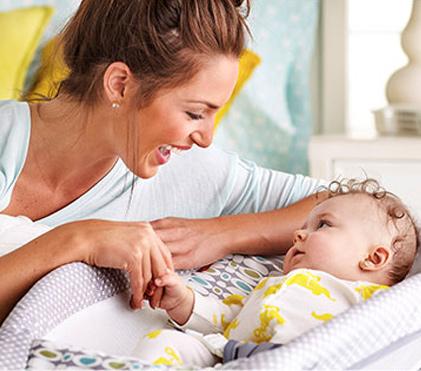 พัฒนาการของทารก 8 เดือน แรก